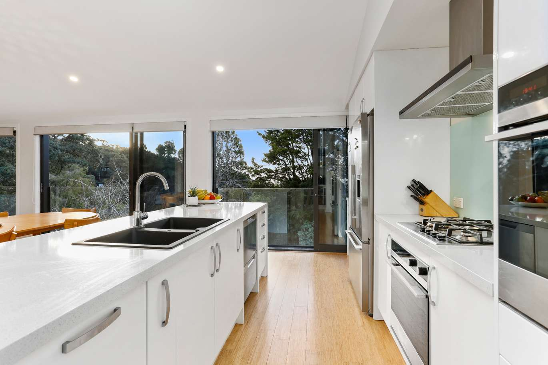 Galley kitchen island - Highend Homes - West Auckland builder