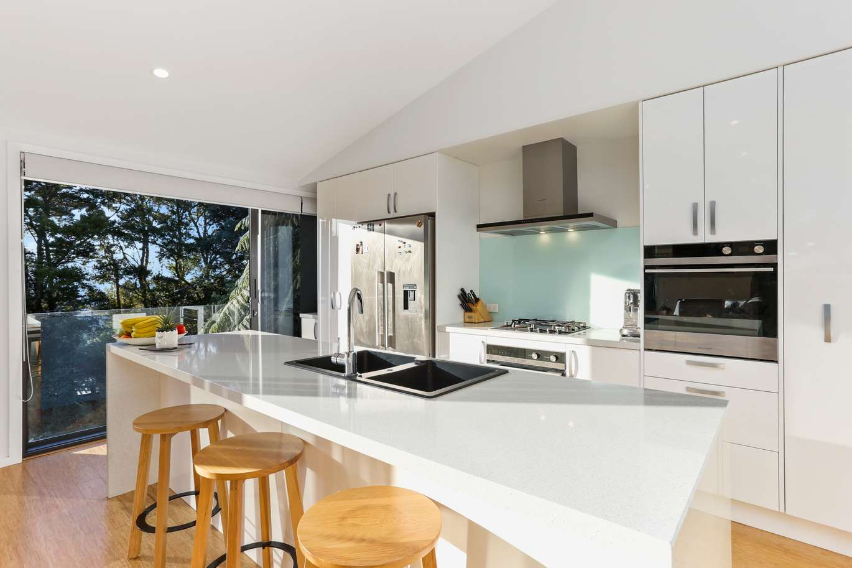 Open plan kitchen island - Highend Homes - Auckland builder